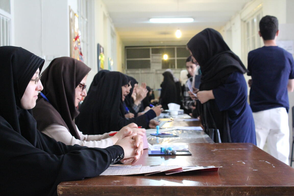 Une école transformée en bureau de vote, dans un quartier populaire du sud de Téhéran, le 19 mai 2017.