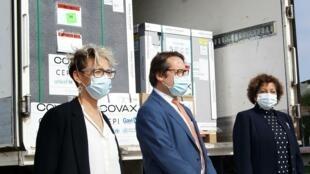 Katarina Johansson, David Izzo et Lídia Cardoso à l'arrivée des vaccins à Maputo 05 07 2021
