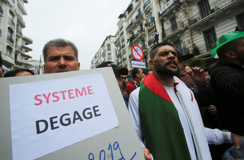 Des manifestants dans les rue d'Alger, la capitale, lors de la mobilisation du 3 mai.