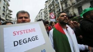 图为阿尔及尔民众2019年5月3日第11个星期五示威抗议。