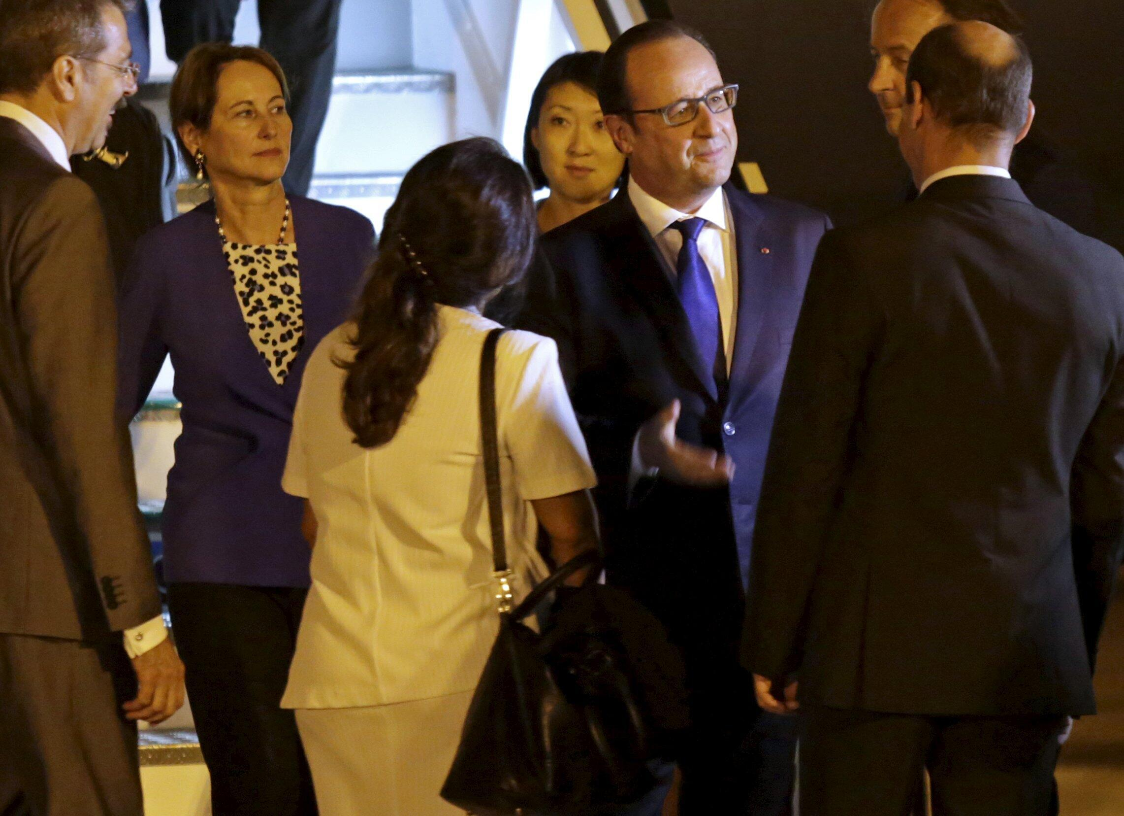 French President Francois Hollande at Havana's airport, 11 May 2015.