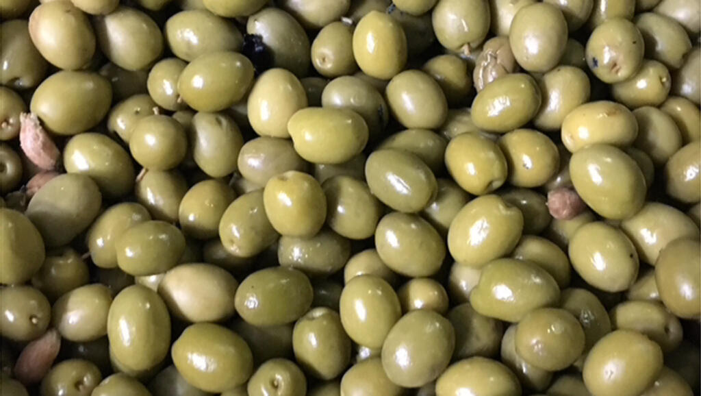 La coopérative Argrosevilla, principal exportateur d'olives noires aux Etats-Unis, subit directement l'effet des surtaxes américaines.