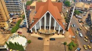 Cathedrale_de_Yaounde-_du_ciel-Simbanematick