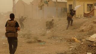 """Бои иракской милиции и боевиков """"ИГ"""" в городе Рамади. Ирак"""