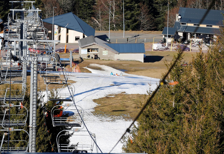 Горнолыжный курорт в коммуне Букс во французских Пиренеях закрылся из-за нехватки снега 10 февраля 2020 года (архивное фото)