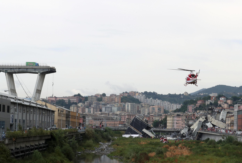 Des dizaines de personnes ont été précipitées dans le vide d'une hauteur de 45 mètres.