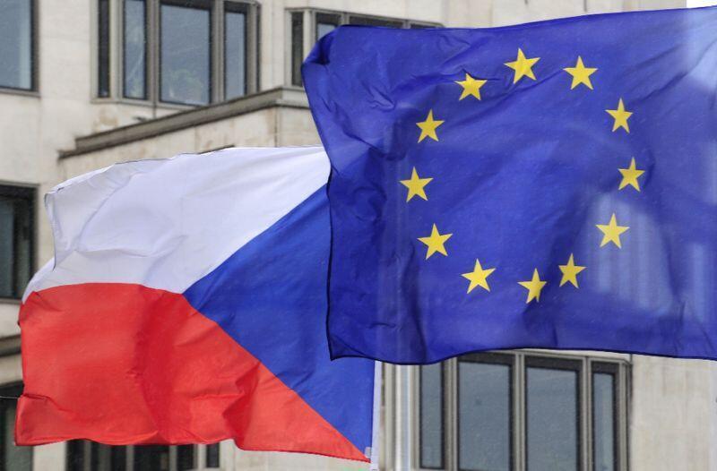 捷克与欧盟旗帜资料图片