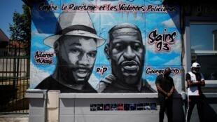La fresque en hommage à George Floyd et Adama Traoré avant qu'elle ne soit vandalisée, à Stains, en banlieue parisienne, le 22 juin 2020.