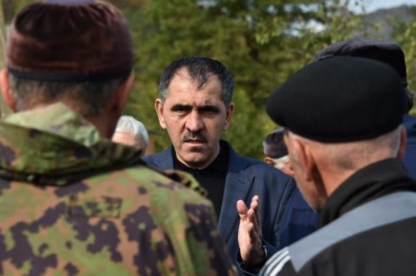 Юнус-Бек Евкуров встретился с протестующими 10 октября 2018 г.