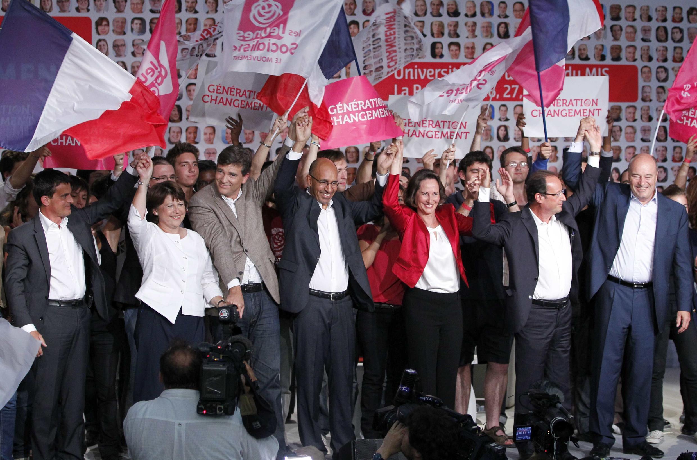 """Socialistas franceses posam """"unidos"""" antes das primárias."""