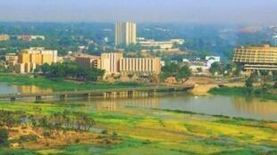 Niamey, la capitale du Niger, vue de la rive droite.