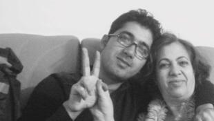Arash Hampay et sa mère à Téhéran, le jour du départ d'Arash Hampay.