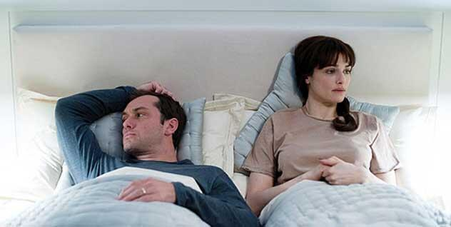 """Os atores Jude Law e Rachel Weisz no filme """"360"""", do diretor brasileiro Fernando Meirelles"""