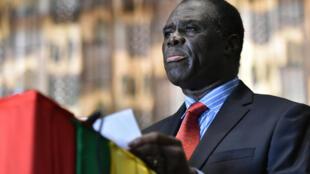 Michel Kafando annonce le retour de la transition à la tête du Burkina Faso, le 23 septembre 2015.