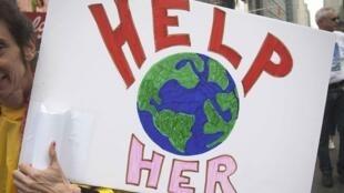 Pancarte brandie lors de la marche pour le climat de New York, le 21 septembre 2014.