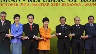 La traditionnelle photo «de famille» à l'ouverture du sommet de l'Asean, le 9 octobre 2013, à Brunei.
