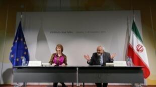 A chefe da diplomacia europeia, Catherine Ashton, e o chanceler iraniano, Mohammad Javad Zarif , durante negociações sobre o programa nuclear iraniano em Genebra.