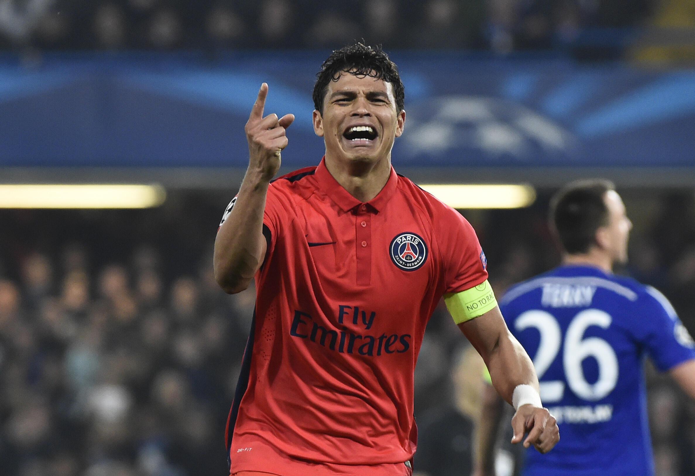O capitão Thiago Silva, comemora vitória do PSG contra o Chelsea