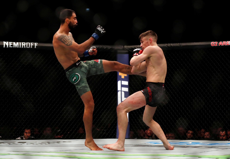 綜合格鬥 Lors d'un combat d'arts martiaux mixtes (MMA) entre Nathaniel Wood et Jose Quinonez.