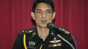 Представитель военного командования Таиланда на пресс-конференции 24 мая 2014 в Бангкоке