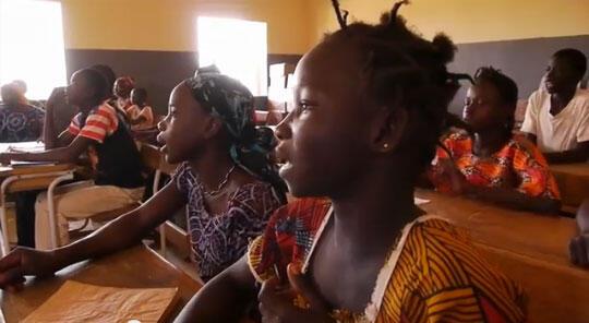 Des élèves, dans une école primaire du village de Dougouba au Mali (Capture d'écran).