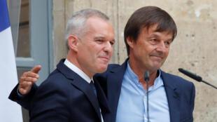 La cérémonie de passation de pouvoirs entre l'ancien ministre de la Transition écologie, Nicolas Hulot (à droite), et son successeur François de Rugy, à Paris le 4 septembre 2018.