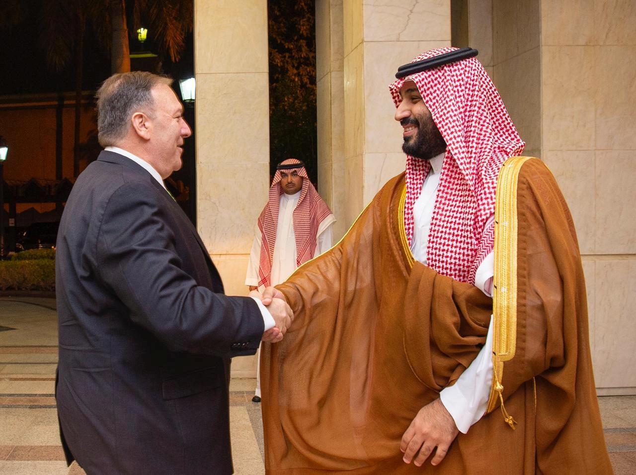 مایک پمپئو پس از ورود به جده با محمد بن سلمان ولیعهد عربستان دیدار کرد