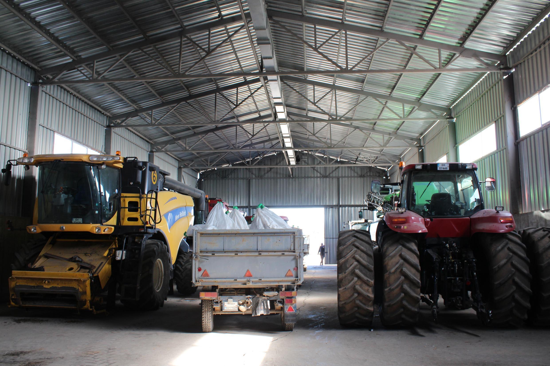 Georgi Milev possède une quizaine de machines agricoles pour exploiter près de 1500 hectares de terres.