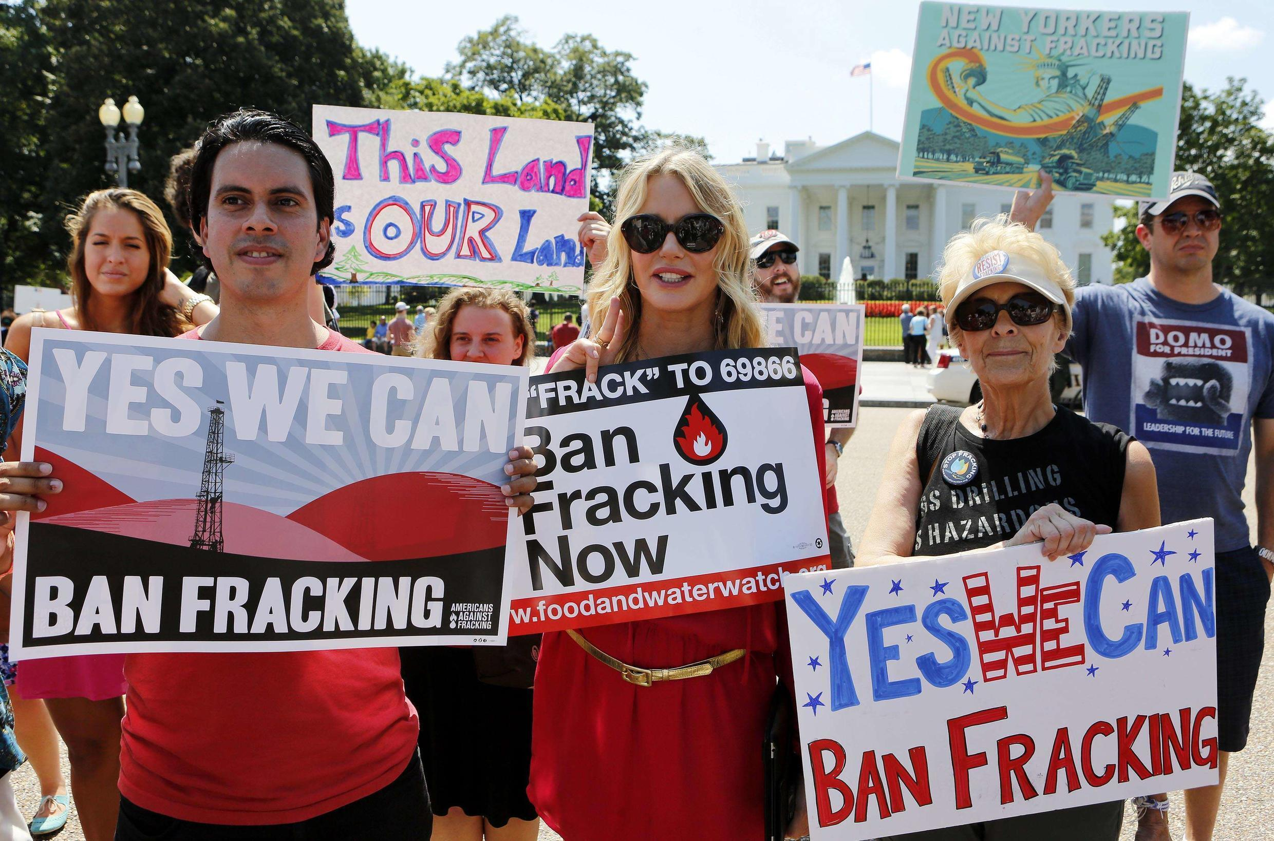Actress Daryl Hannah (C) joins protesters with Americans Against Fracking during a noon time protest in front of the White House in Washington