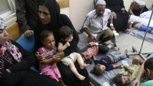 Des enfants sont soignés dans un hôpital de Rafah, au sud de la bande de Gaza, le 1er août 2014.