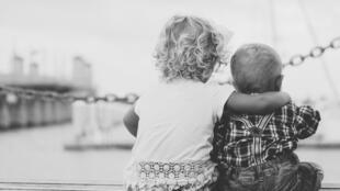 Quel est le rôle des parents dans la bonne entente au sein de la fratrie?