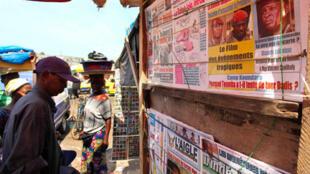 Magazeti ya Guinea kwenye soko la Madina huko Conakry (picha ya kumbukumbu).