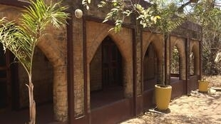 Building constructed from compressed earth bricks at Sandele resort.