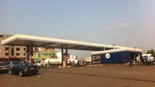 Journée «ville morte», mardi 16 février: le rond-point Ngaba à Kinshasa, d'habitude embouteillé était désert le matin hormis quelques vendeurs de rue et motos taxis qui vivent « au taux du jour ».
