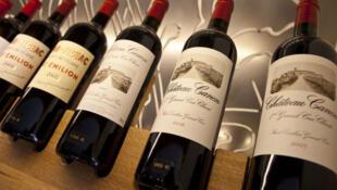 Un échantillon de quelques vins français. Du Château Beausejour, Château Cannon et du St Emilion.