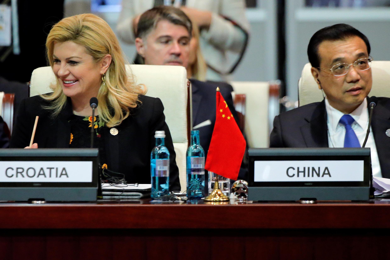 Thủ tướng Trung Quốc Lý Khắc Cường (P) và tổng thống Croatia, Kolinda Grabar-Kitarovic, trong phiên khai mạc thượng đỉnh ASEM, tại Mông Cổ, ngày 15/07/2016.