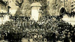 L'orchestre du 803e régiment de pionnniers, photographié à Chambéry le 18 mars 1919.