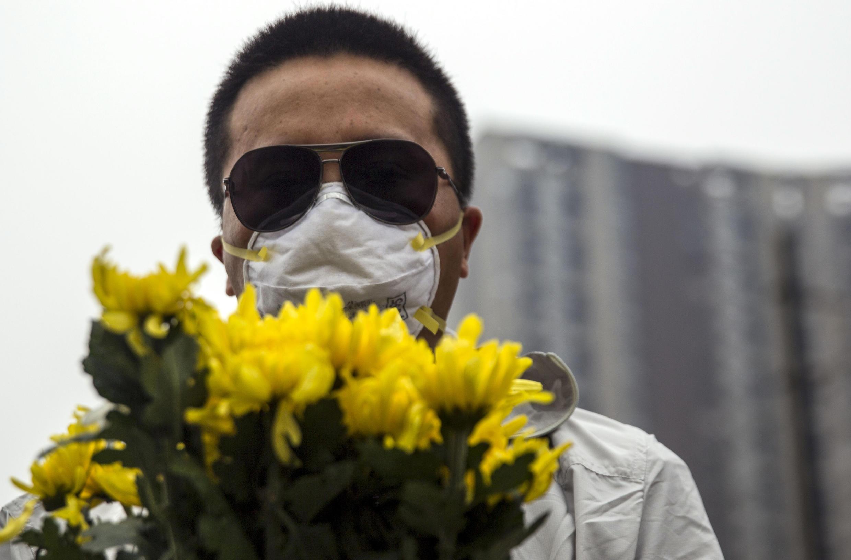 Los habitantes de Tianjín, más allá de la tristeza, le tienen miedo a las repercusiones de la catástrofe sobre su salud.