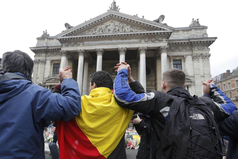 População belga homenageia as vítimas dos atentados em Bruxelas