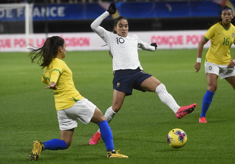 Lance do jogo entre França e Brasil pelo Torneio Internacional de Futebol feminino disputado em Valenciennes. 07/03/2020