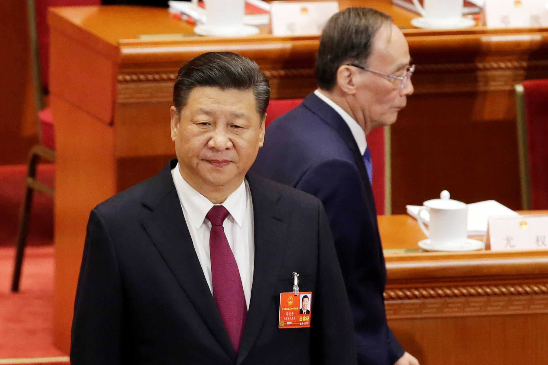 习近平与王岐山在中国13届人大会议上