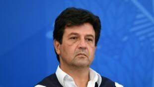 A demissão do ministro da Saúde do Brasil tem forte repercussão na Europa.