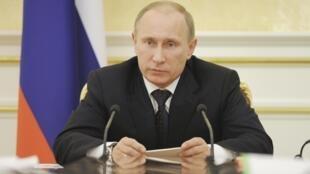 Ông Putin chủ trì phiên họp chính phủ Nga hôm 7/3/2012.