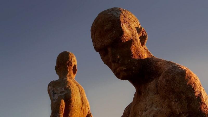 Les statues du Monument aux oubliés de la guerre civile et de la dictature de Francisco Cedenilla forment le « Mirador de la memoria » au-dessus du Valle del Jerte.