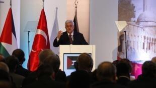 Le président palestinien Mahmoud Abbas lors de la session d'ouverture de la réunion d'Istanbul, ce samedi 23 juillet  2011.