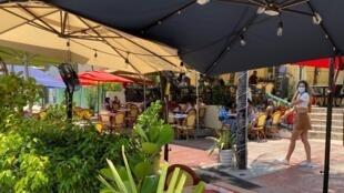 Một quán ăn tại bãi biển Miami, bang Florida, Hoa Kỳ, ngày 14/07/2020.