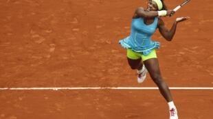 La estadounidense Serena Williams durante el encuentro contra la israelí Shahar Peer, Roland Garros en París, 31 de mayo de 2010.