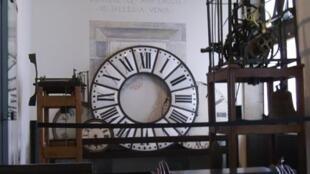 Colecção de relógios de parede (imagem de ilustração)
