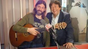 Ezequiel Fascioli con Jordi Batallé en el estudio 151 de RFI