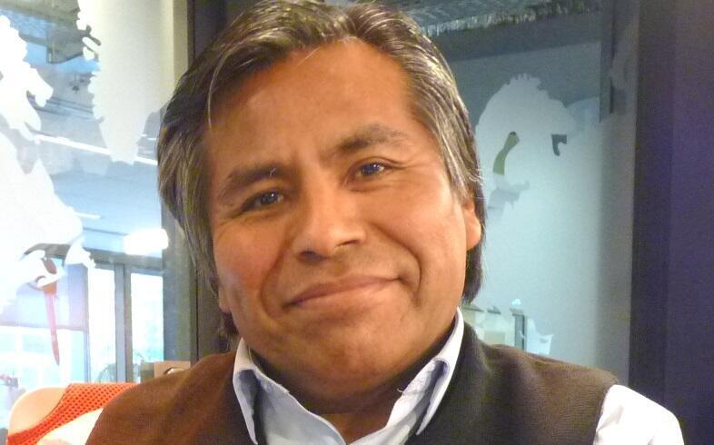 Porfírio Mamani Macedo en los estudios de RFI